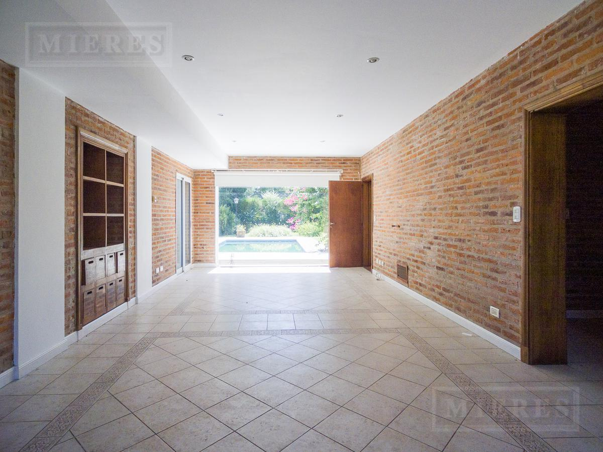 MIERES Propiedades- Casa de 264 mts en Club de Campo Pueyrredon