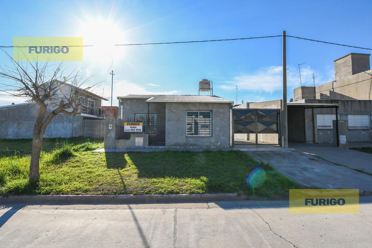 Foto Casa en Venta en  Perez ,  Santa Fe  Casazza al 800 - Barrio Los Robles