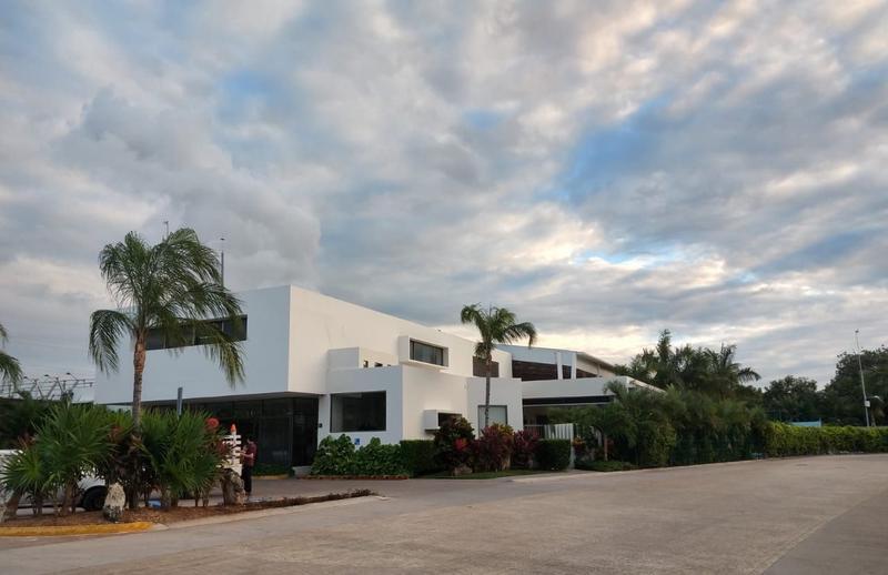 Foto Casa en Venta en  Aqua,  Cancún   Casa en Venta en Cancún,  Residencial Aqua de 3 Recámaras con Alberca.