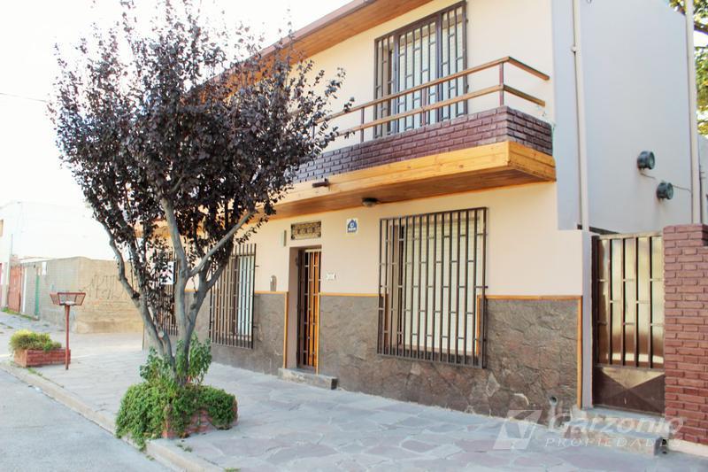 Foto Casa en Alquiler en  Trelew ,  Chubut  Italia al 300