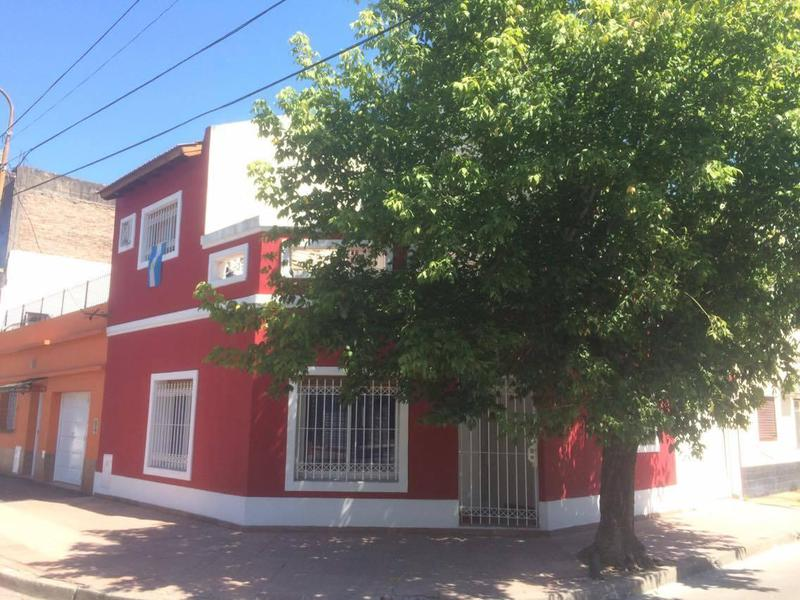 Foto Casa en Venta en  Haedo,  Moron  Lanceros 97