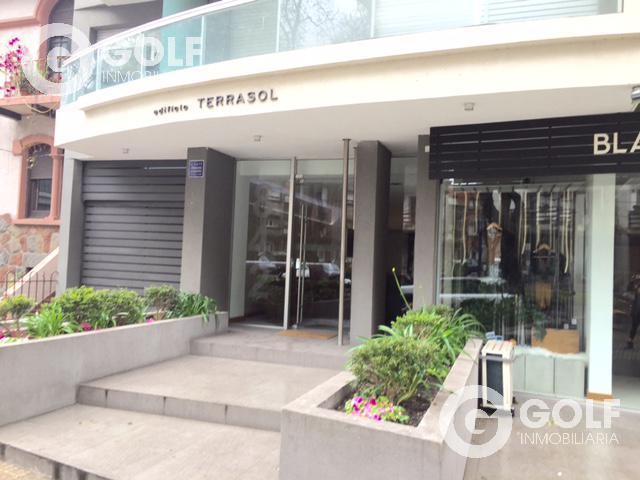 Foto Local en Venta   Alquiler en  Pocitos ,  Montevideo  Excelente local comercial sobre ellauri