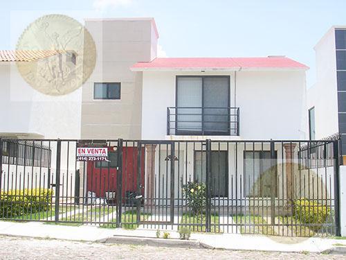 Foto Casa en Venta en  Fraccionamiento Residencial Haciendas de Tequisquiapan,  Tequisquiapan  Bella casa en zona exclusiva.