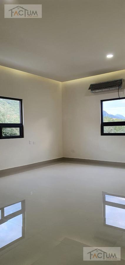 Foto Casa en Venta en  Monterrey ,  Nuevo León  CASA EN VENTA EN LADERAS DE ABEDUL, CARRETERA NACIONAL
