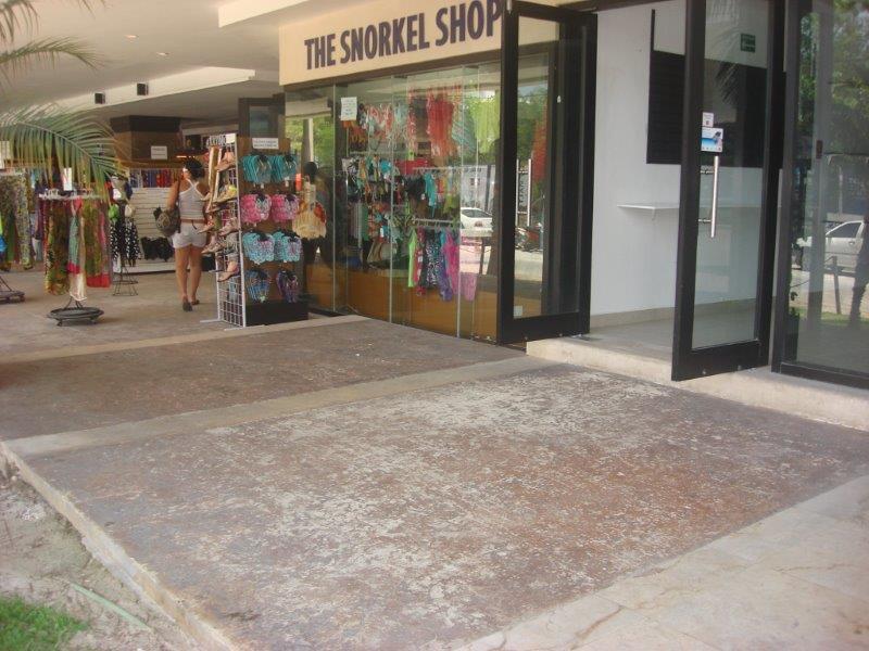 Foto Local en Venta en  Playa del Carmen ,  Quintana Roo       Local comercial en venta camino a Playa Mamitas en Aldea Thai Playa Del Carmen    P2979