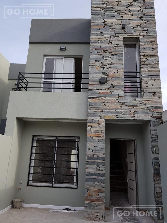 Foto Casa en Venta en  Ituzaingó ,  G.B.A. Zona Oeste  ombu al 1400
