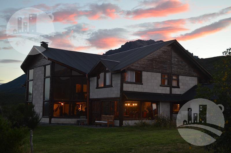 Foto Casa en Venta en  Corcovado,  Futaleufu  Hermosa casa apta hotel 480 Mts2 / 9 Hab. / 100 Has.