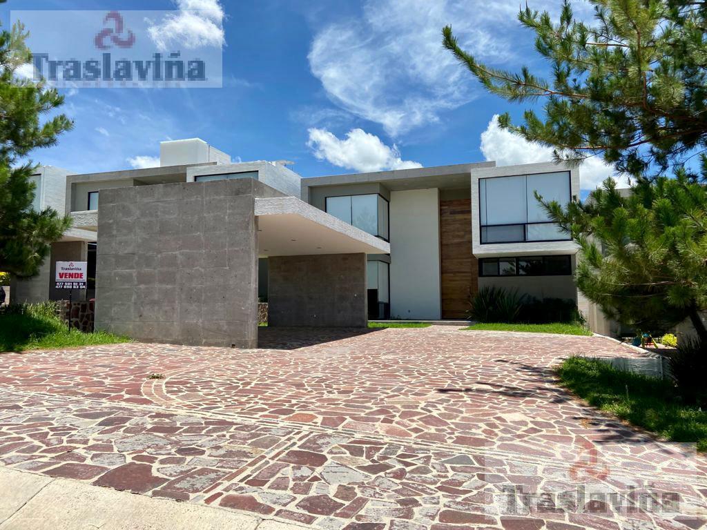 Foto Casa en Venta |  en  Country Club Gran Jardín,  León  El Bosque Country Club Venta casa 4 Recamaras