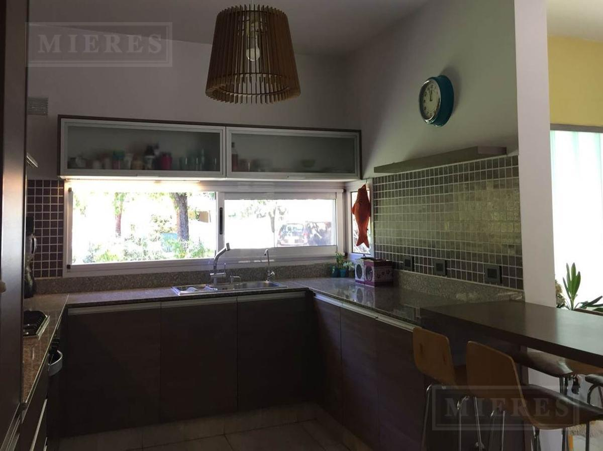 Excelente oportunidad. Preciosa casa con piscina ubicada en el barrio privado San Andrés