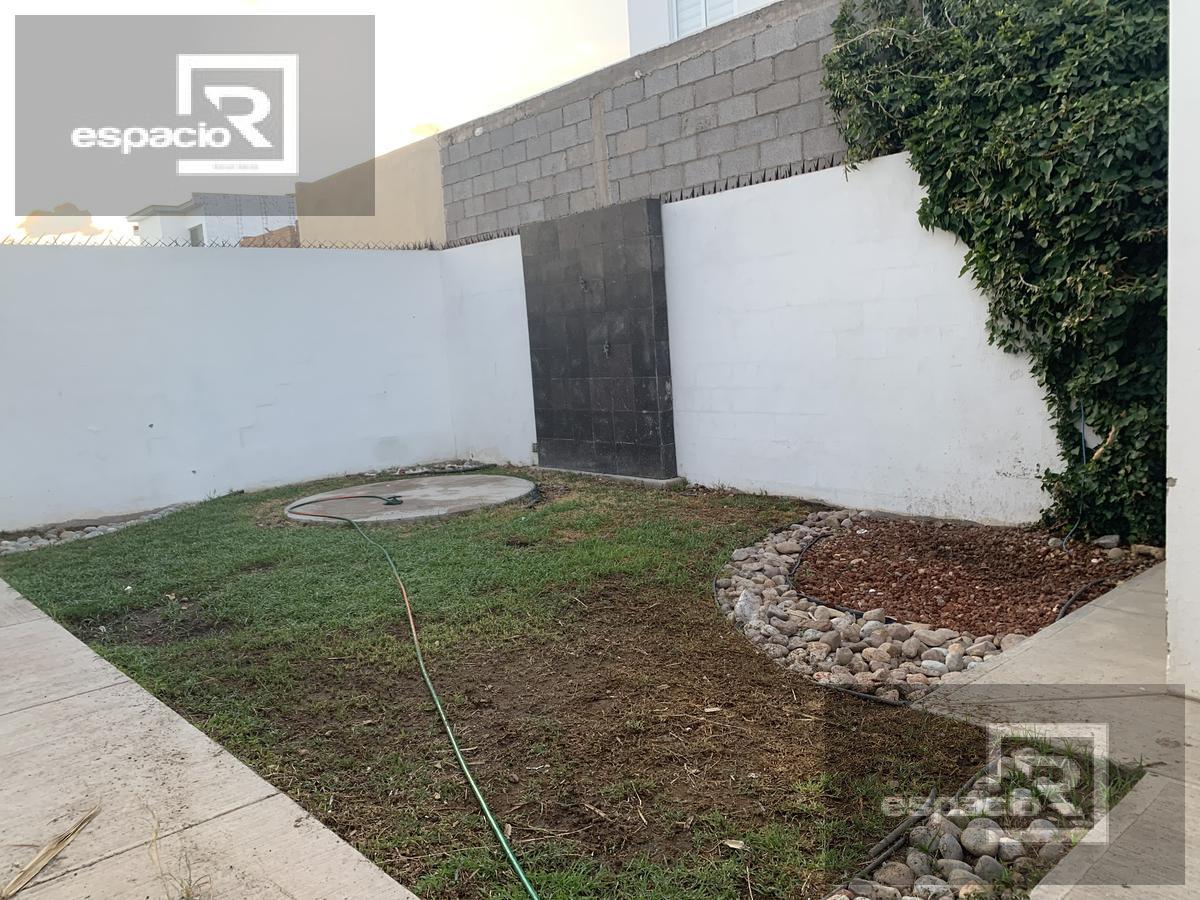Foto Casa en Renta en  Fraccionamiento Misión del Valle,  Chihuahua    CASA EN RENTA ZONA CANTERA MISIÓN DEL VALLE CON PATIO AMPLIO