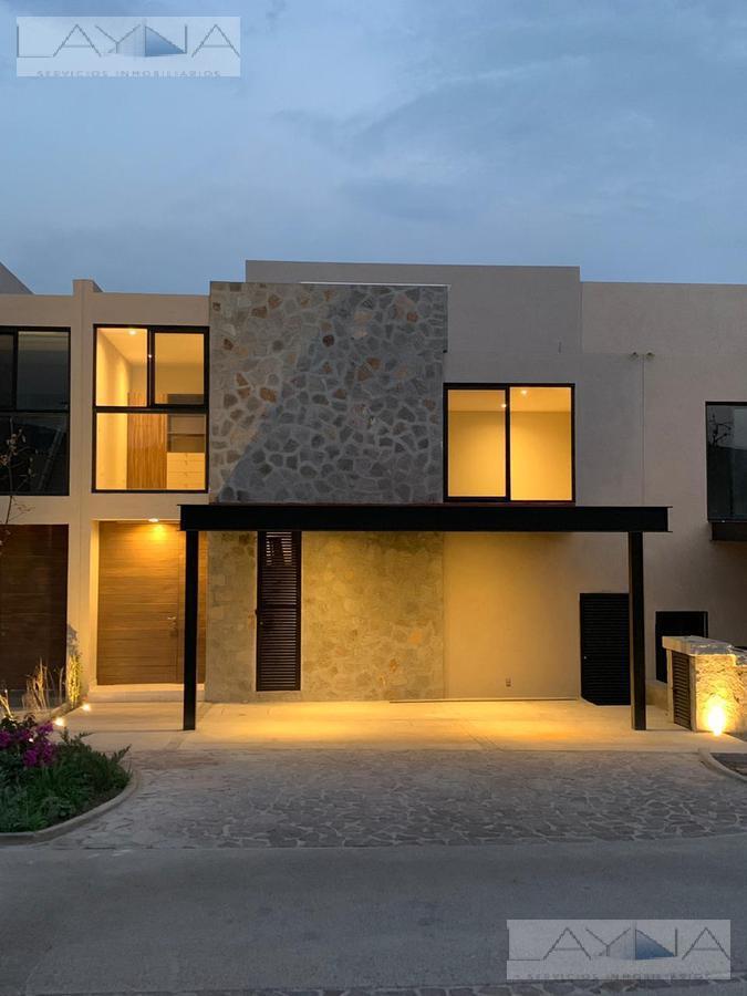 Foto Casa en condominio en Venta en  Altozano el Nuevo Queretaro,  Querétaro  Altozano Privada Roca