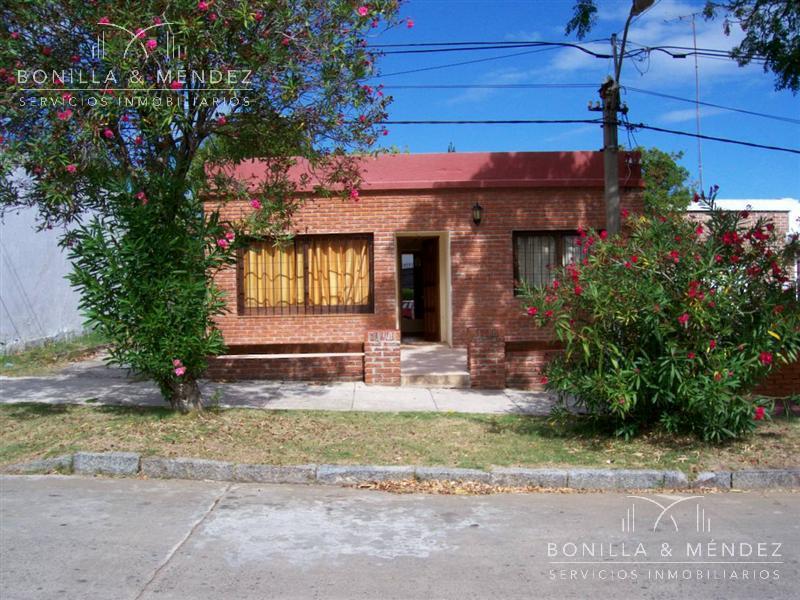 Foto Casa en Venta en  Centro,  Piriápolis  Casa muy económica en el centro de Piriápolis