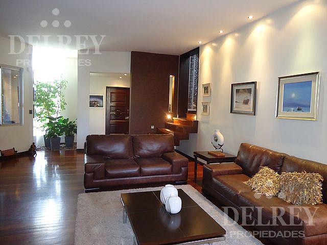 Foto Casa en Venta en  Pocitos ,  Montevideo  P. Vazquez y Vega y  Parra del Riego  Hermosa zona residencial