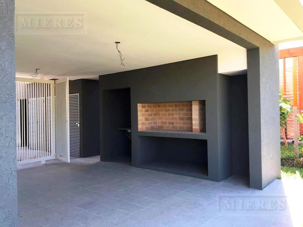 MIERES Propiedades- Casa de 243 mts cub  en Pilar del Este Santa Guadalupe