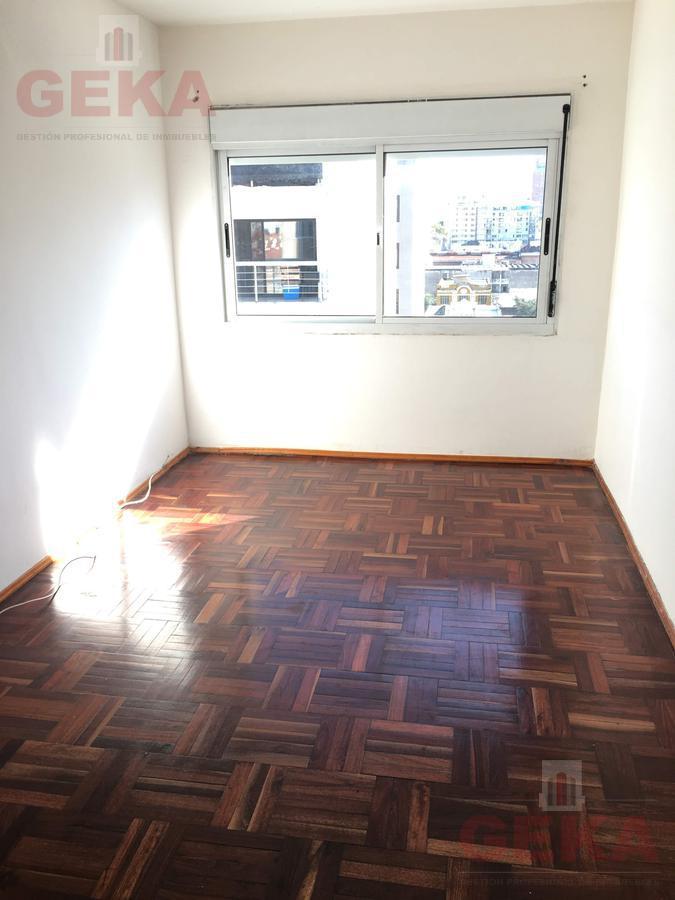 Foto Apartamento en Alquiler en  Cordón ,  Montevideo  Arismendi al 1400