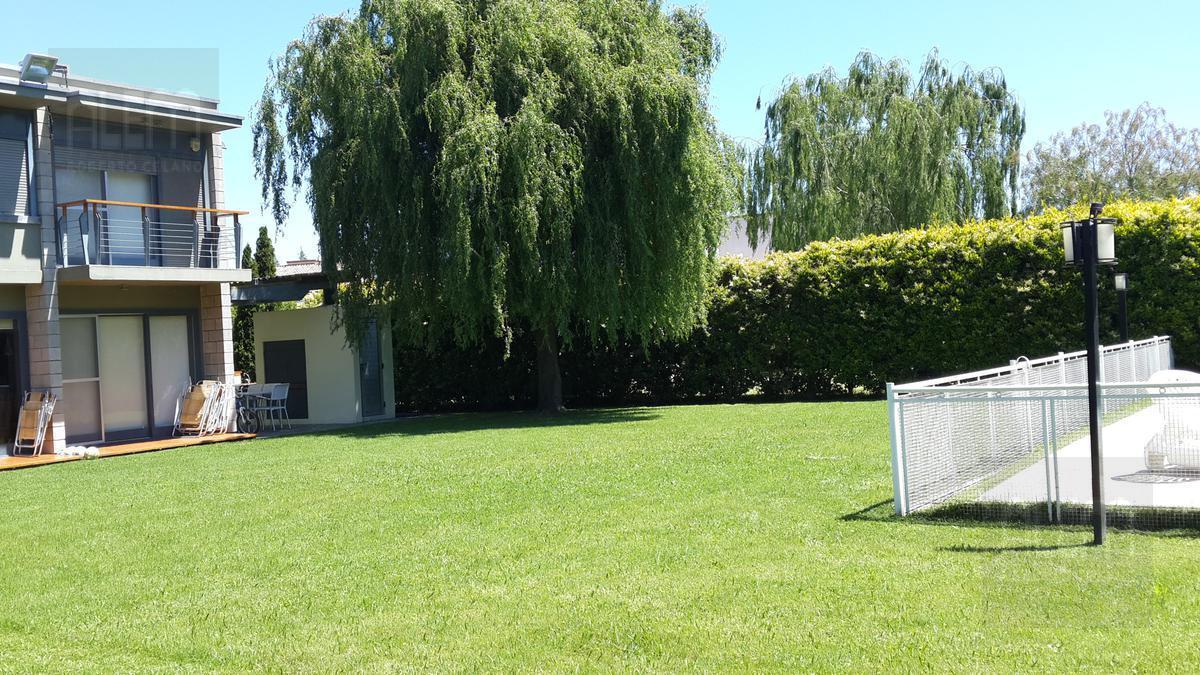 Foto Casa en Alquiler temporario en  El Lauquen,  Countries/B.Cerrado (Ezeiza)  El Lauquen