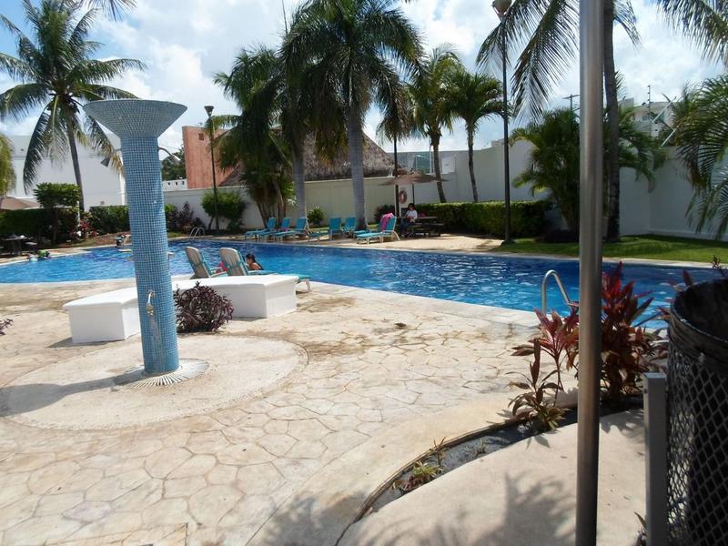 Foto Casa en Venta en  Supermanzana 50,  Cancún  Se Vende Casa en Cancun con Acceso Controlado en Quinta Madeira