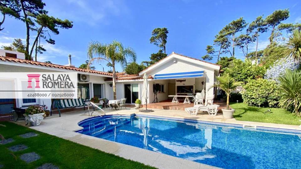 Foto Casa en Venta en  Playa Mansa,  Punta del Este  PLAYA MANSA, a metros de Av. Francia - Super cómoda, ideal para vivir todo el año! FINANCIACION