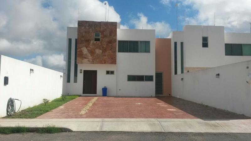 Foto Casa en Renta |  en  Pueblo Cholul,  Mérida  HERMOSA CASA CON AMPLIO TERRENO Y ALBERCA SIN AMUEBLAR