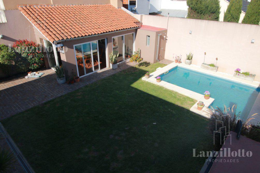 Foto Casa en Venta en  Lanús Este,  Lanús  Mamberti