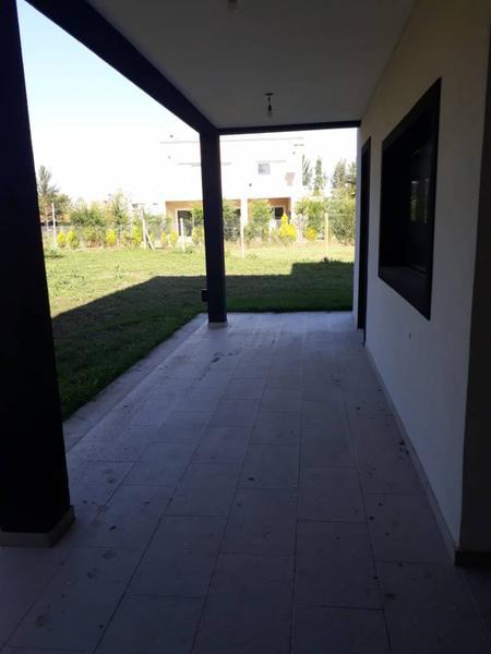 Foto Casa en Venta en  La cañada de Pilar,  Countries/B.Cerrado (Pilar)  dolores al 1400