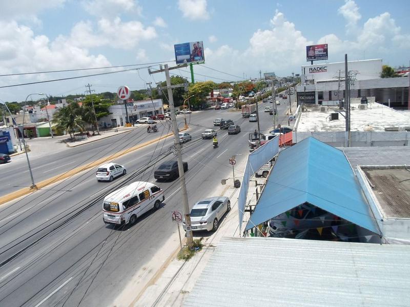 Foto Local en Renta en  Supermanzana 59,  Cancún  Se Renta Local en Cancún Sobre Av. López Portillo en Planta Alta