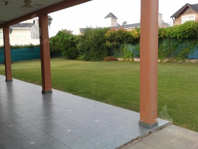 Foto Casa en Venta en  Valle Escondido,  Countries/B.Cerrado (Cordoba)  GRAN OPORTUNIDAD- VALLE ESCONDIDO- 3 DORM.- A RECICLAR