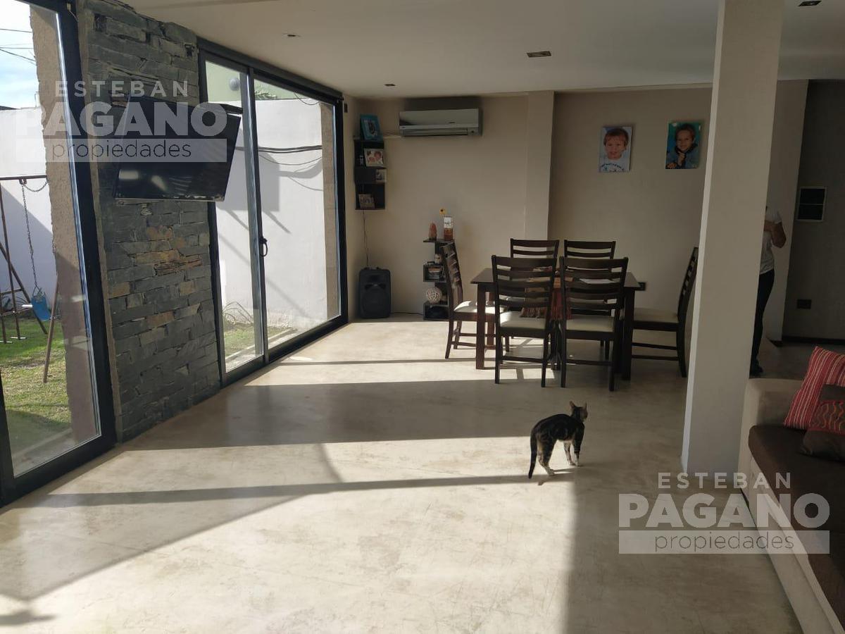 Foto Casa en Venta en  La Plata ,  G.B.A. Zona Sur  136 e 38 y 38 bis N° 317