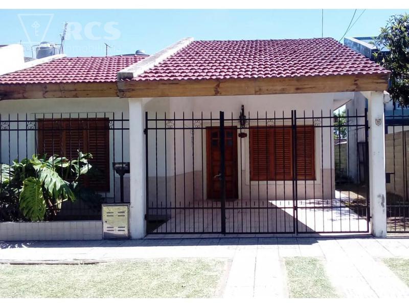 Foto Casa en Venta |  en  Granadero Baigorria,  Rosario  PJE PARAGUAY al 100