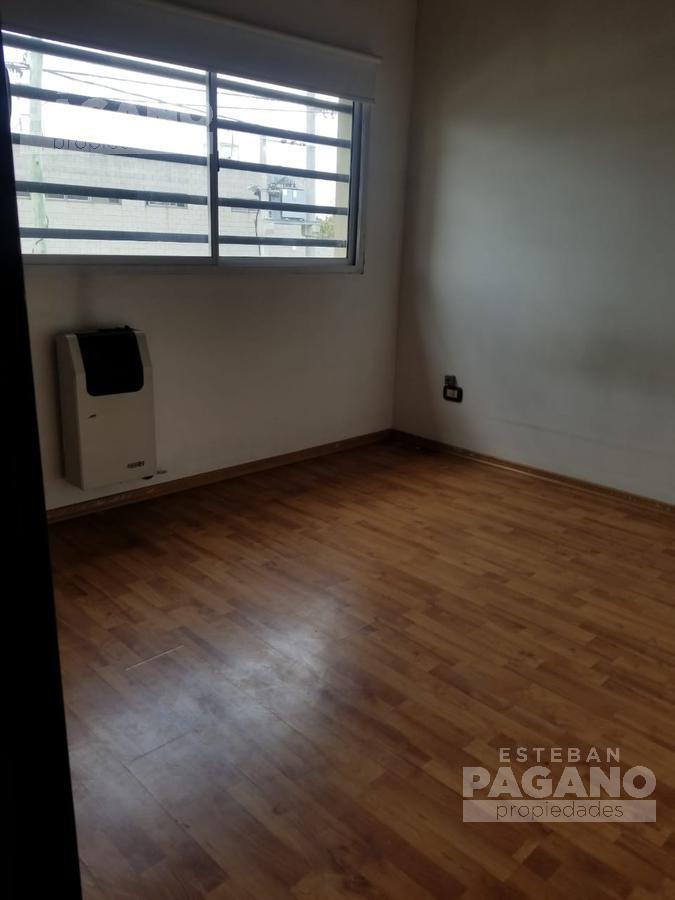 Foto PH en Venta en  La Plata ,  G.B.A. Zona Sur  43 e 144 y 145 N° 2189