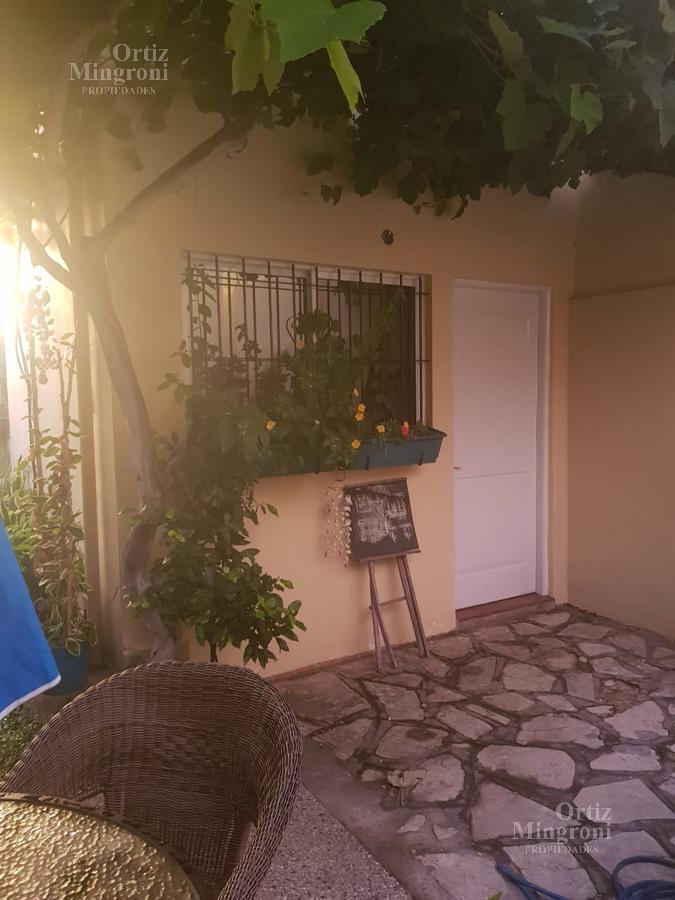Foto Casa en Venta en  Lomas de Zamora Oeste,  Lomas De Zamora  Siritto al 300