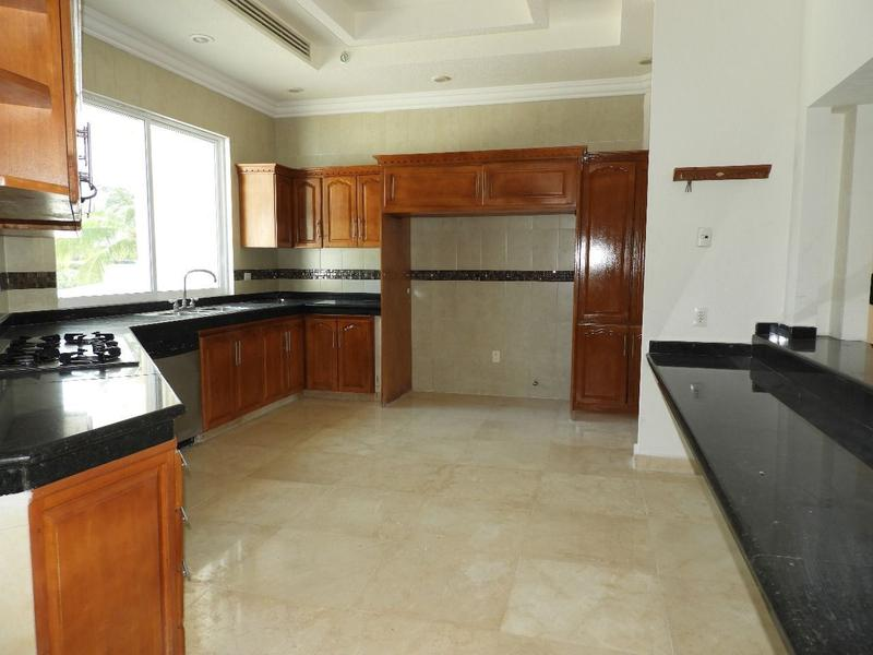 Zona Hotelera House for Sale scene image 4