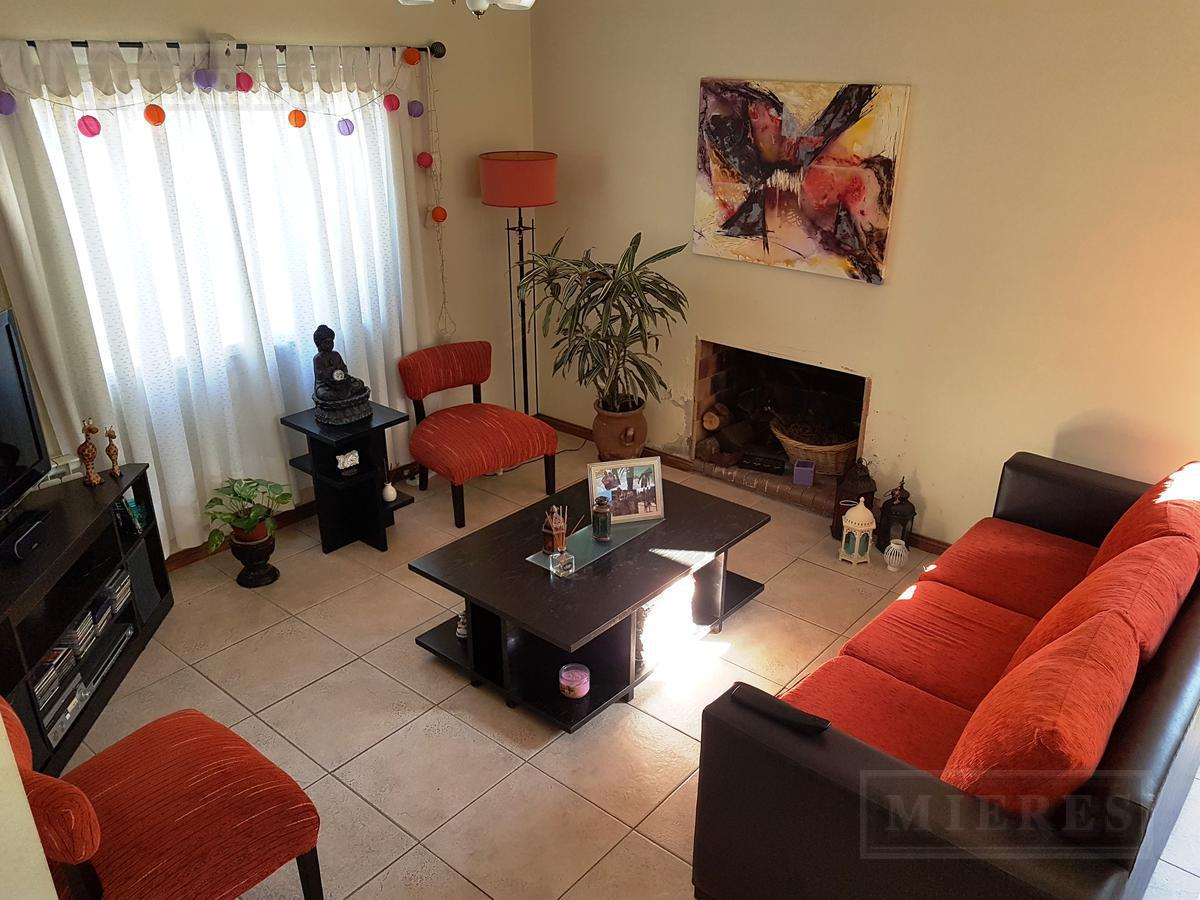 Casa en venta  en el Barrio Cerrado  Acacias Blancas