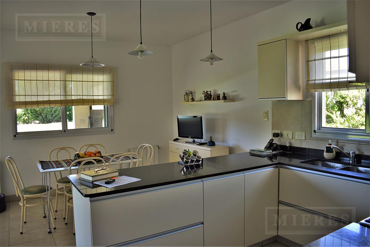 MIERES Propiedades- Casa en venta con renta de 231 mts en Estancias del Pilar La Argentina