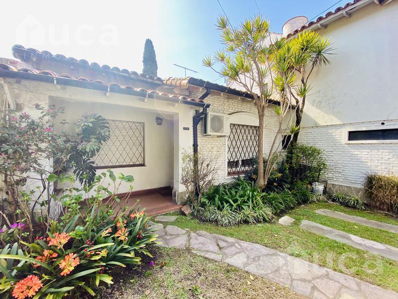 Foto Casa en Venta en  Martinez,  San Isidro  Importante casa de 5 ambientes y doble jardín en Martínez! Paraná al 1800