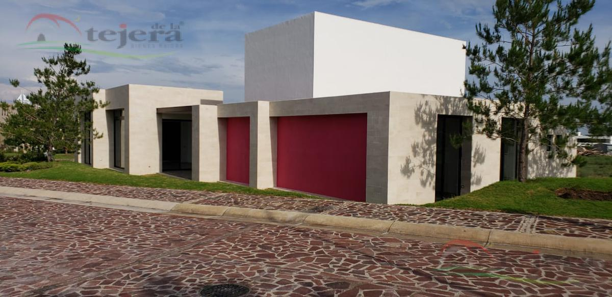 Foto Casa en Venta en  León ,  Guanajuato  Casa de una planta en La Campiña Clouster 7