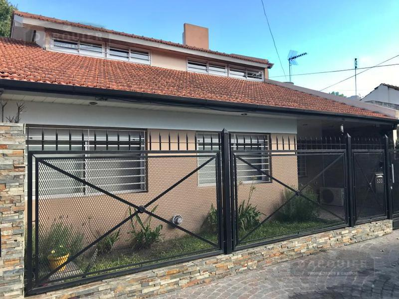 Foto Casa en Venta en  Adrogue,  Almirante Brown  MURATURE 530