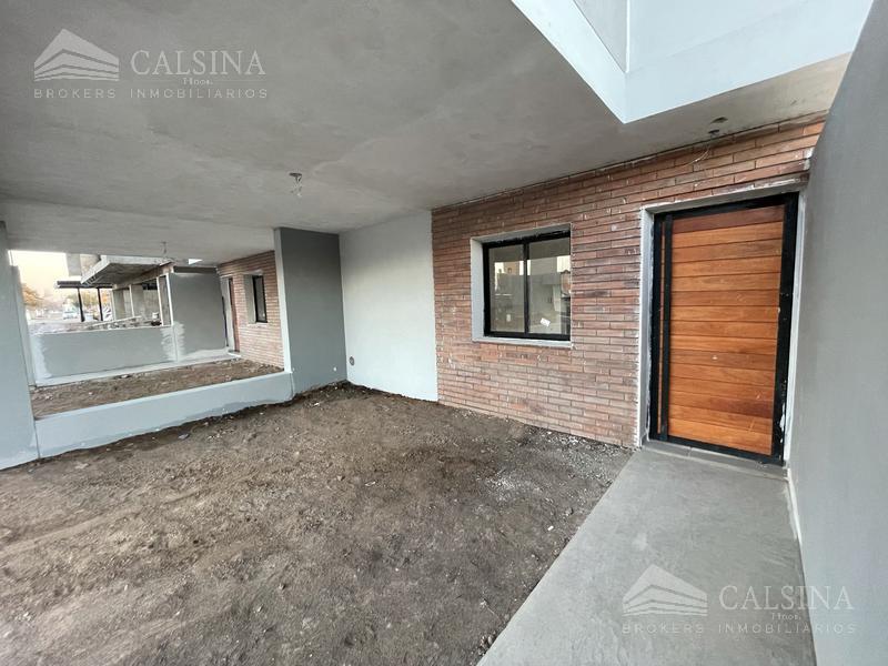 Foto Casa en Venta en  La Calandria,  Cordoba Capital  Av. Valparaiso al 6500