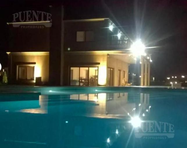 Foto Casa en Alquiler | Alquiler temporario en  La Providencia,  Countries/B.Cerrado (Ezeiza)  La Providencia con fondo a la laguna