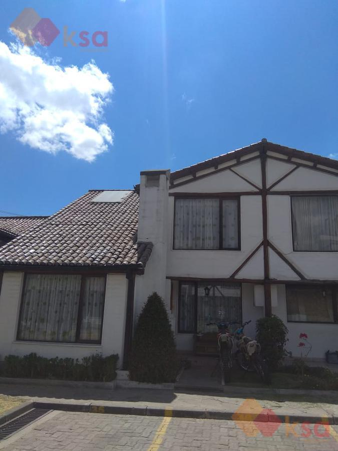 Foto Casa en Venta en  Carapungo,  Quito  Amplia y hermosa casa de oportunidad junto al C.C. EL PORTAL