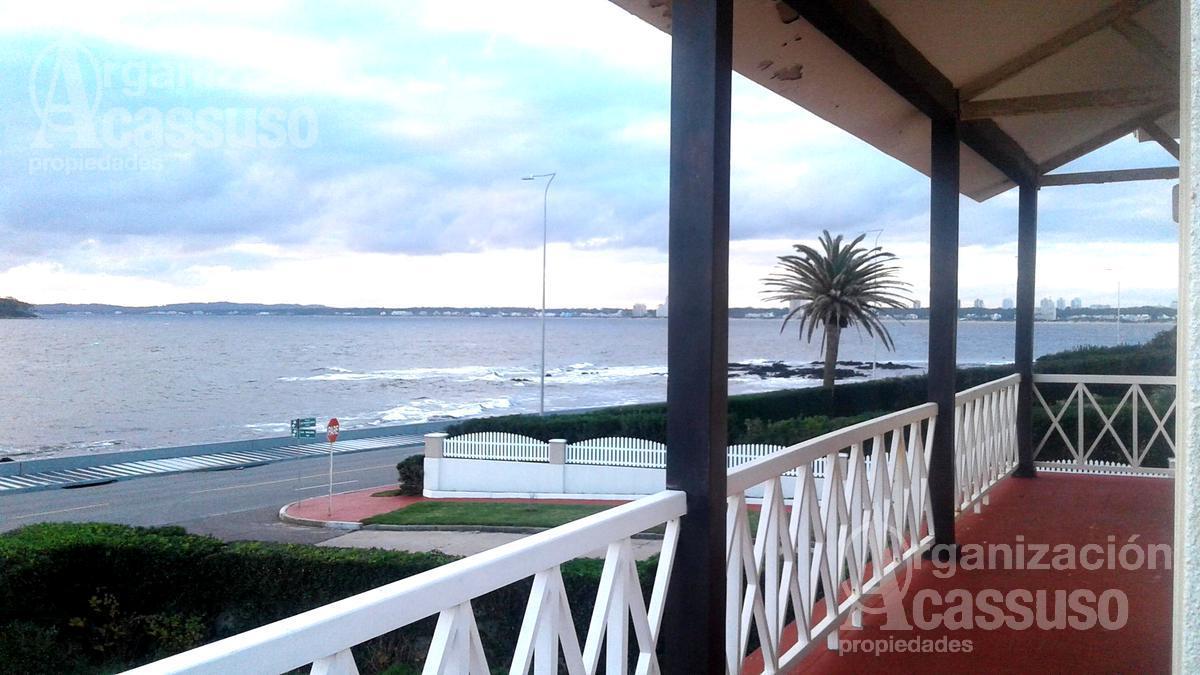 Foto Casa en Venta en  Península,  Punta del Este  Casa primera fila  en Playa Mansa. Punta del Este