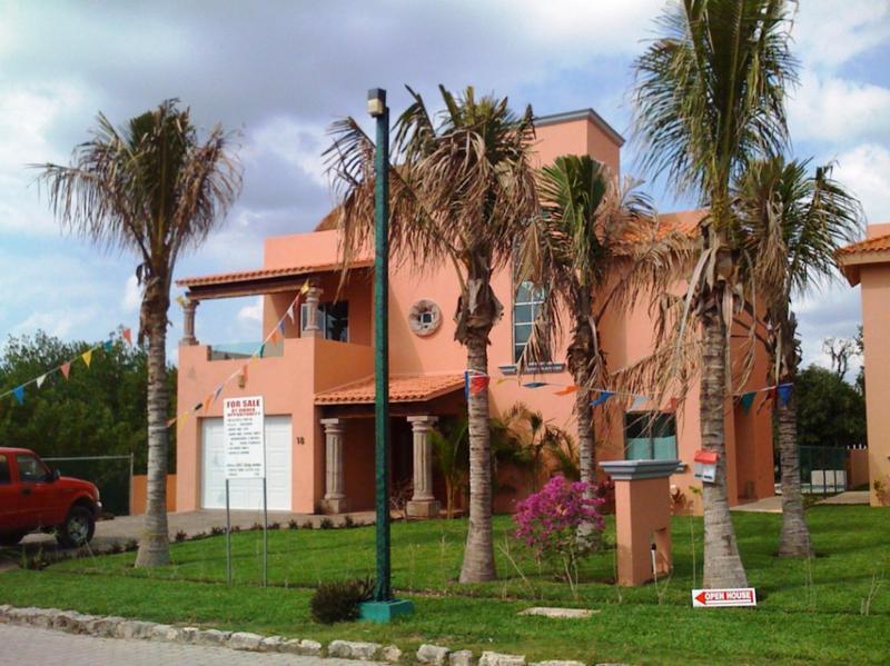 Foto Casa en Venta en  Puerto Aventuras,  Solidaridad  Preciosa casa de 4 recamaras en venta en Puerto Aventuras P1273