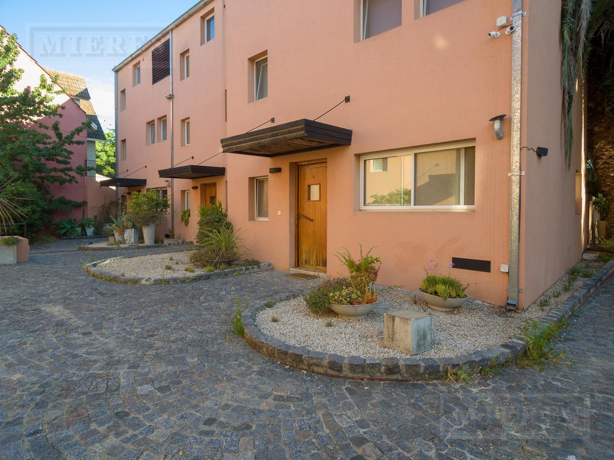 Casa en venta en barrio cerrado, Lasalle al río.