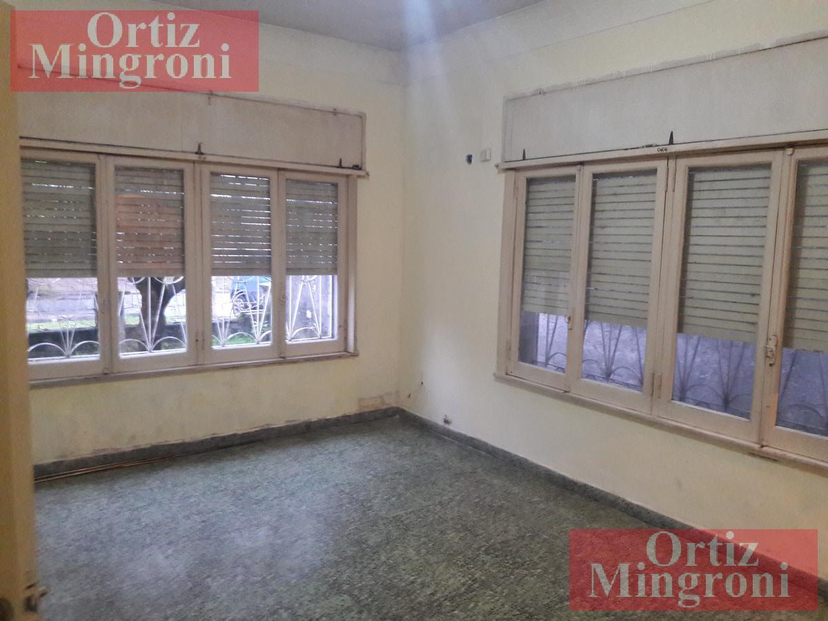 Foto Casa en Venta en  Lomas de Zamora Oeste,  Lomas De Zamora  Euskadi al 400