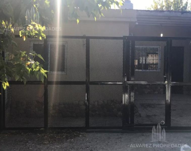 Foto Casa en Venta en  Ituzaingó ,  G.B.A. Zona Oeste  Schweitzer al 2000