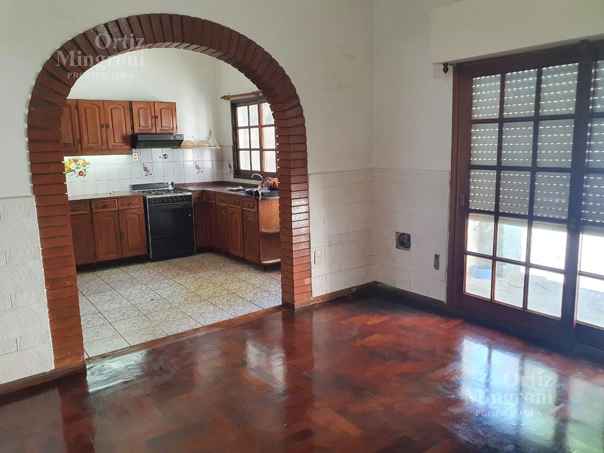 Foto Casa en Alquiler en  Lomas de Zamora Oeste,  Lomas De Zamora  Melo al al 700