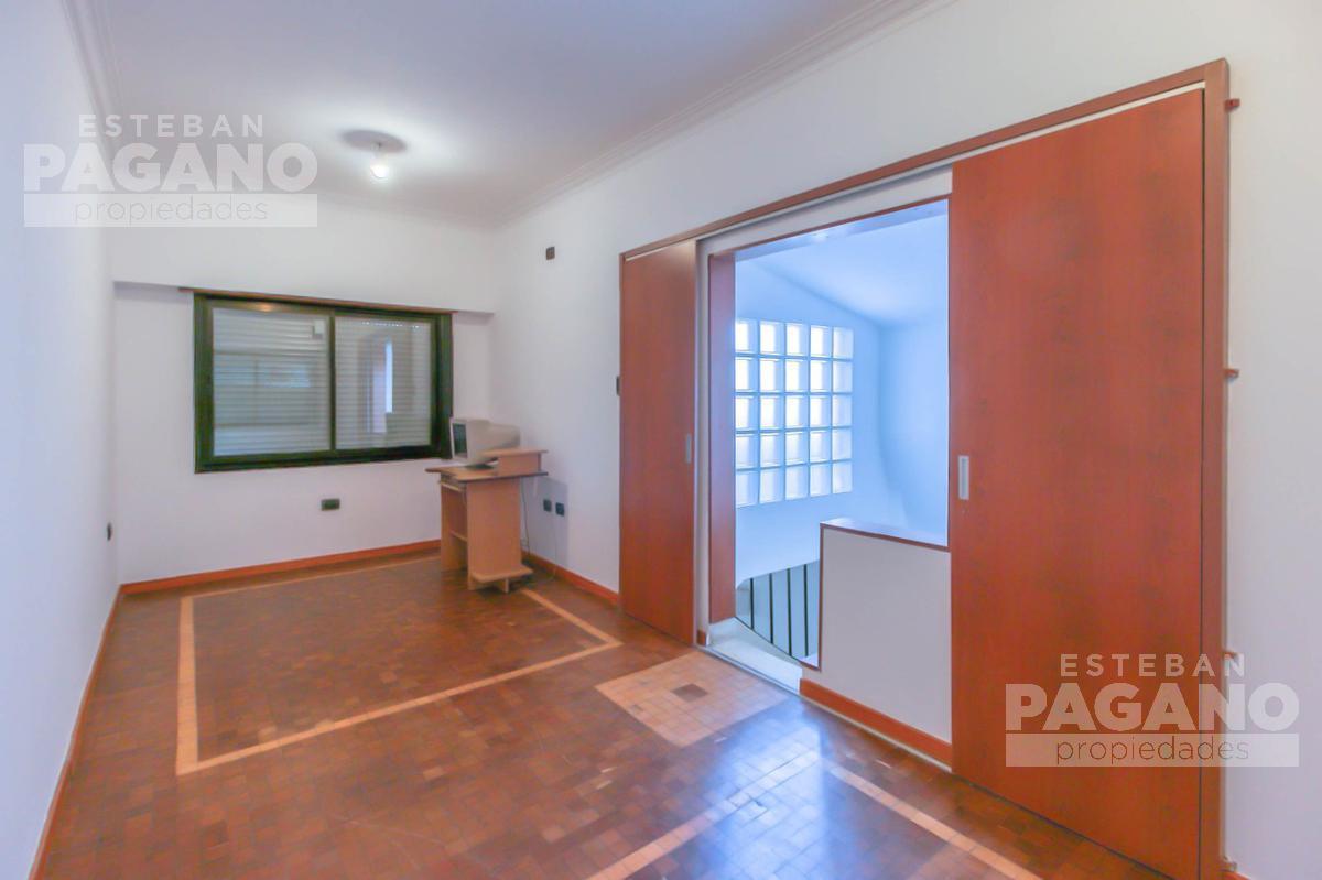 Foto Casa en Venta en  La Plata,  La Plata  30 e/ 53 y 54 • CASA • Parque San Martín, La Plata