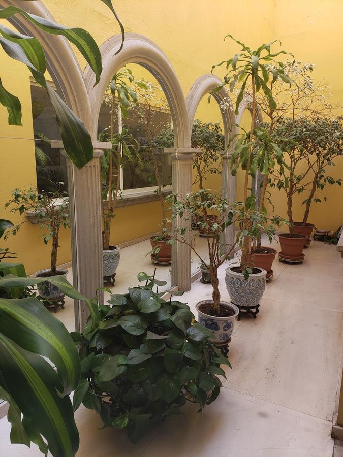 Foto Casa en Venta en  Lomas de Tecamachalco,  Naucalpan de Juárez  Lomas de Tecamachalco, casa remodelada con jardín a la venta en Fuente del Pescador (LS)