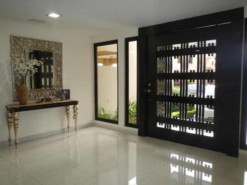 Foto Casa en Venta en  Samborondón,  Guayaquil  VENTA DE VILLA IMPECABLE VIA SAMBORONDON