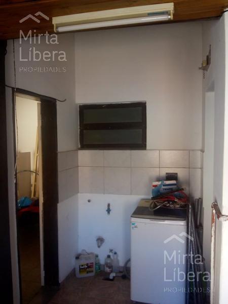 Foto Casa en Venta en  La Plata ,  G.B.A. Zona Sur  Calle 83 10 y 11 manzana M . Casa 17
